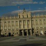Este es el bellísimo patio del palacio real, al q sólo pude tomarle fotografías desde afuera, ya