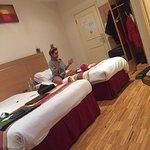 Zdjęcie Queens Park Hotel