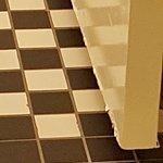 Door moisturized in the bathroom, reminiscent of bad hotels