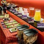 Nuestras habitaciones incluyen desayuno buffet; como jugos 100% naturales y más.
