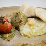 Bacalhau confitado em esmagada de batata doce. |codfish with sweet potatoes and tomato