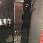 chambre 602 superbe et propre dans le frigo une biere un jus une bouteille eau et un sac de crou