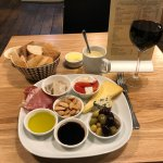 a nice little tapas platter with wine (gwin coch)