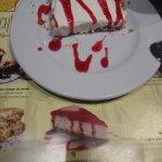 Ahí veis la tarta de queso que anuncian en el dibujo y encima la foto real de la falsa tarta de