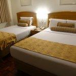 Sköna sängar på hotellet.