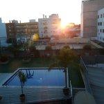 es la puesta de sol desde la ventana de nuestra habitacion