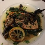 salmon e funghi with spinach