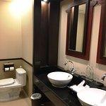 Grand Deluxe Lanna room - dual sink vanity