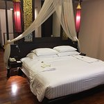 Grand Deluxe Lanna room - bed