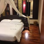 Grand Deluxe Lanna room - with panels open to bathtub on the right