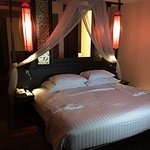 Grand Deluxe Lanna room - with mood lighting at night