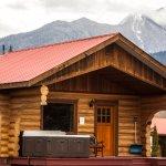 Medium Cabin with private hot tub