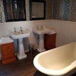 Lake superior room 2 bathroom