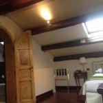 O quarto possui uma antesala e tem teto em vidro