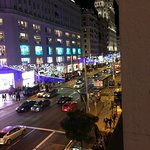Vista nocturna de la Gran Via, desde tercer piso