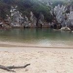 Foto de Playa de Gulpiyuri
