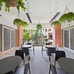 Photo de Adina Apartment Hotel Sydney Surry Hills