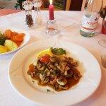 Rumpsteak mit Champignons, Speck und Gemüse