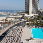 Zwembad en strand van kamer noordzijde