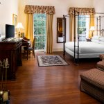 CIty View Queen Bed with Hardwood Floors & Fireplace