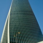 Ai piedi di Torre Hadid