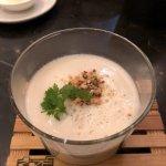 Gruß aus der Küche: Blumenkohl-Kokos Cremesuppe mit gebrannten Mandeln