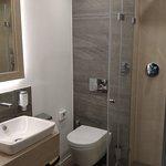 Kleines aber sauberes und modernes Bad