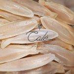 Sardinhas de Peniche. Ovos moles com uma espinha de amêndoa em forma de sardinha.