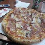 pizza doppia pasta con spek e grana a scaglie