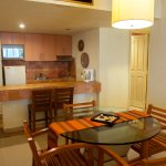 All rooms come with a fully equipped kitchenette - Todas las habitaciones incluyen cocineta
