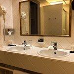 Hotel De Tuilerieen - bathroom (5)
