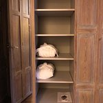 Closet and drawer space - Hotel De Tuilerieen