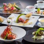 【プレジールフレンチ】伊勢海老、鮑、松阪牛と3大ブランドを使用。当ホテルが誇るフレンチシェフが心と業を込めて調理した高級食材を味わいながら、贅沢な時間をお過ごしください。