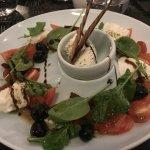 salade mozzarella, tomates fraîches et séchées