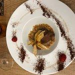 Mousse al cioccolato con base di biscotto e crema alle pere