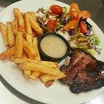 Pièce du boucher, frites maison et salade