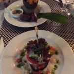 assiette créole acras de morue et boudin noir et millefeuilles aux légumes provençaux et mozzare