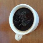 Kaffe mit Wasser verdünnt
