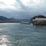 唐戸桟橋から出港した連絡船(後進中)