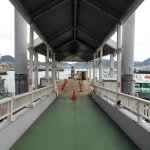 桟橋の上から眺めた連絡船&関門海峡(遠景は門司港)