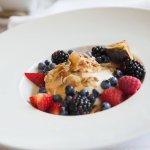 Muesli maison, yogourt de bufflonne à l'érable et petits fruits