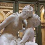 Escultura el secreto de la madre y su hijo