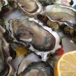 Huîtres récupérées sur les rochers à marée plus basse . . .