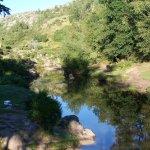 Una buena vista del rio, que atraviesa el pueblo