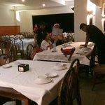 Ruangan yang luas, lega dan meja makan yang memadai untuk banyak orang