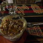 Helado miel de caña al torrontés con crocante de quinoa