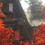 飛騨白川の合掌造り民家:屋根が手を合わせるような形になっていることから合掌造りと呼ばれる