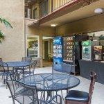 Photo de Quality Inn San Diego Downtown North