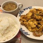 豚肉とキクラゲ玉子炒め と ご飯(スープバー付き) (2017/12/23)