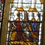 Détail vitrail : Madeleine de Savoie et ses filles